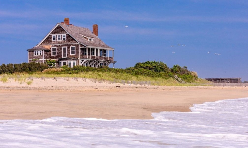 Iconic Hamptons Oceanfront House